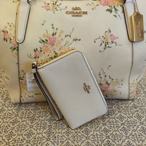 🌺Coach Set Tote & Phone Wallet🌺